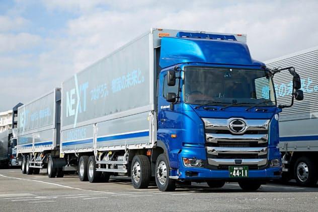 様々な荷物の効率積載を目指す(日野自動車子会社が開発した2両連結トラック)