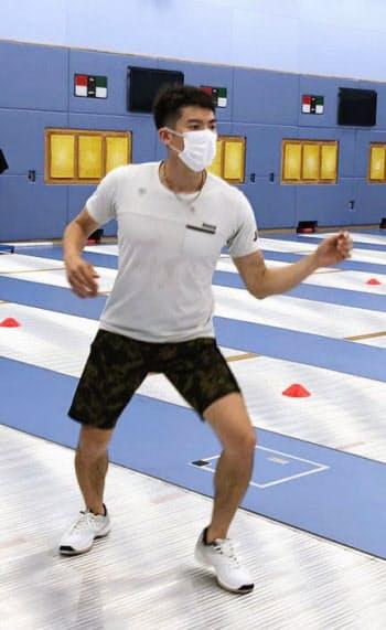 練習を再開したエペの見延和靖(2日、東京都北区・味の素ナショナルトレーニングセンター)=日本フェンシング協会提供・共同