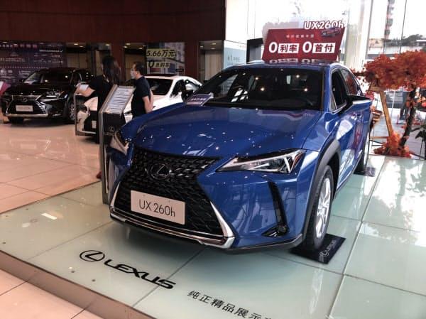 中国の乗用車販売も回復してきた(レクサスの広州市内の販売店)