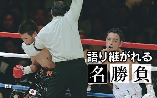 挑戦者モンティエル(右)にTKO負けし、11度目の防衛に失敗した長谷川
