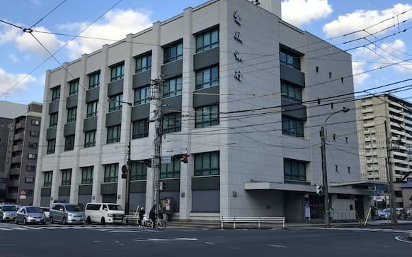 松山市の愛媛銀行本店