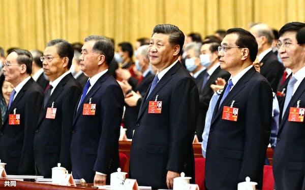 習近平指導部は「香港国家安全法」の6月施行も視野に入れる(2020年5月25日、北京の人民大会堂)=共同