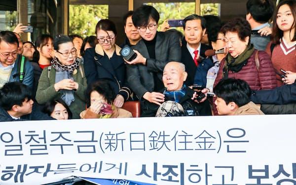 韓国最高裁判決に喜ぶ原告団(2018年10月、ソウル)