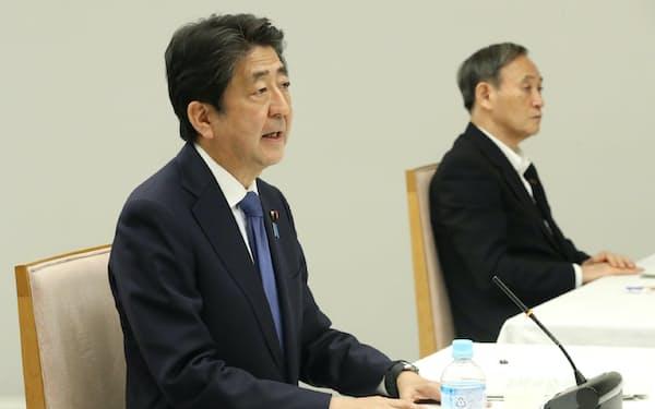 テレビ会議形式で開かれた全世代型社会保障検討会議であいさつする安倍首相(3日、首相官邸)