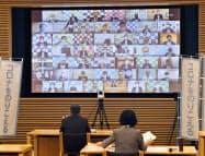 オンライン会議方式で開かれた全国知事会の全体会合(4日、東京都千代田区)=共同