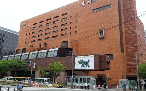 本店ビルは建築家、磯崎新氏の設計(福岡市)