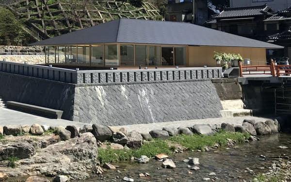 3月にリニューアルオープンした長門湯本温泉の外湯施設「恩湯」(山口県長門市)