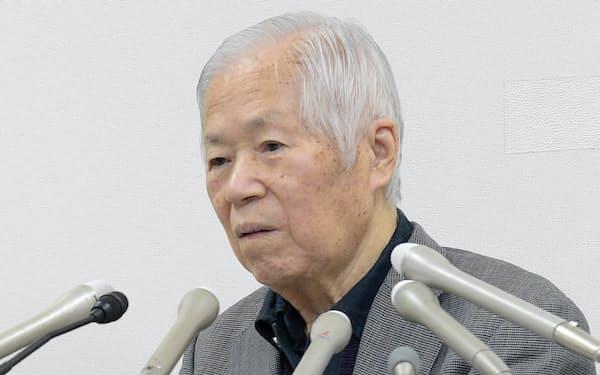 記者会見する横田滋さん(2017年11月、川崎市)