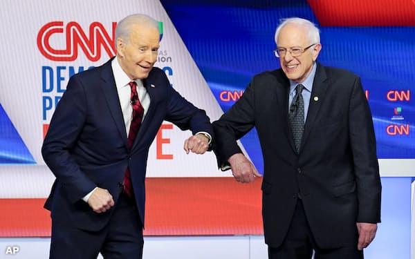 サンダース米上院議員(右)は左派運動の代表格とされる=AP
