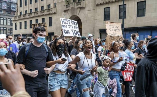米大規模デモ、収束見えず トランプ氏発言に批判