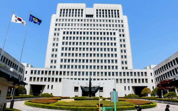 2018年10月の韓国大法院判決以降、元徴用工問題の解決策を探る動きは停滞している(ソウルの韓国大法院)