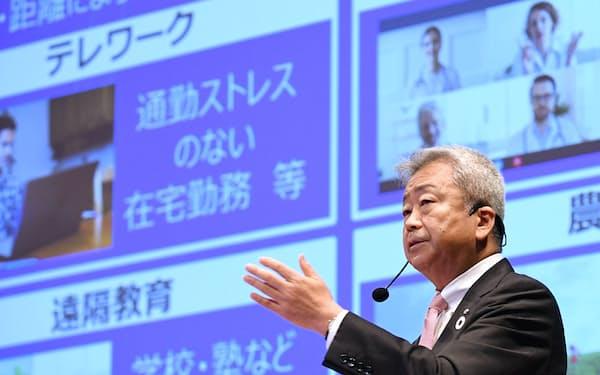 講演するNTTの澤田純社長(8日、東京・大手町)