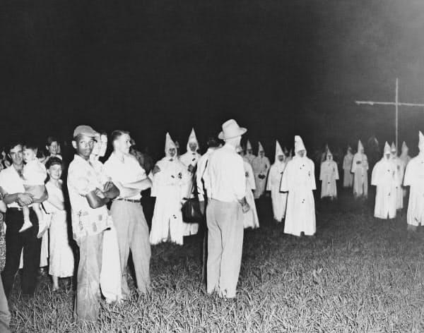 黒人の権利を認めないジム・クロウ法が浸透した米南部州では白人至上主義団体クー・クラックス・クラン(KKK)などが力を持っていた=AP