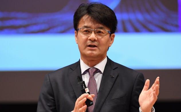 講演する日本IBMの山口明夫社長(8日、東京・大手町)