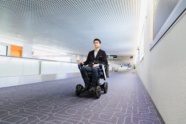 時速3キロで、空港内の200~400メートルを移動できる