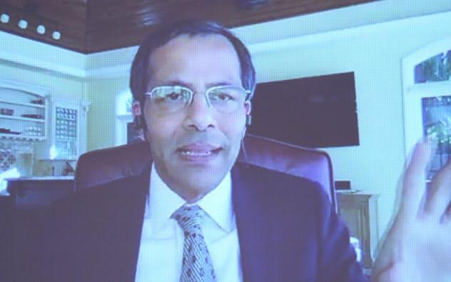 講演する米ヴイエムウェアのシェカール・アヤール上席副社長兼ゼネラルマネージャー(9日午前、東京・大手町)