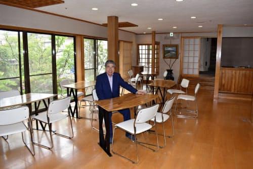 コロナの中で再開業に踏み切った横田商事の横田隆義社長(日帰り入浴施設の休憩室)