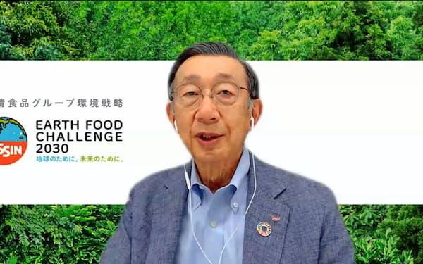 オンライン会見する日清食品HDの安藤宏基社長