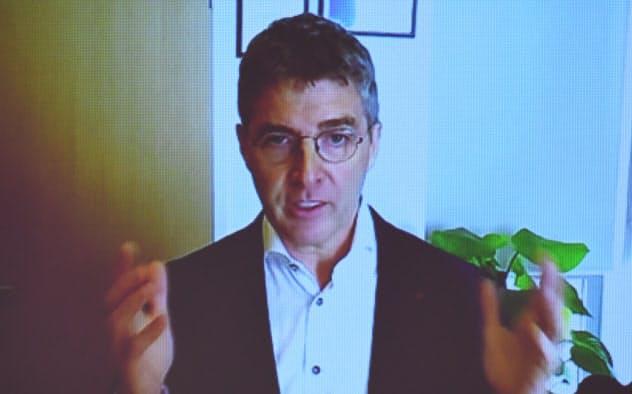 講演する米レッドハットのDP(ダーク-ピーター)・ヴァン・ルーウェン・アジア太平洋地域担当上級副社長(9日、東京・大手町)