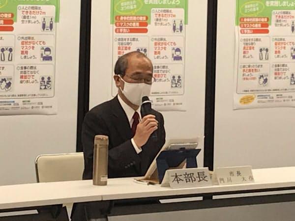 大規模な抗体検査の実施について記者会見する門川・京都市長(9日、京都市役所)