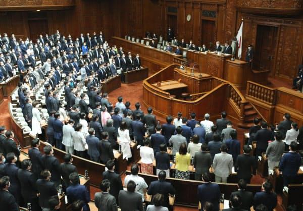 与党などの賛成多数で20年度第2次補正予算案を可決した衆院本会議(10日)