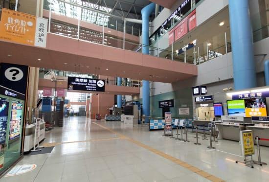 新型コロナウイルス禍で減った国際旅客の回復はいまだに見通せない(6月10日、関西国際空港第1ターミナル)