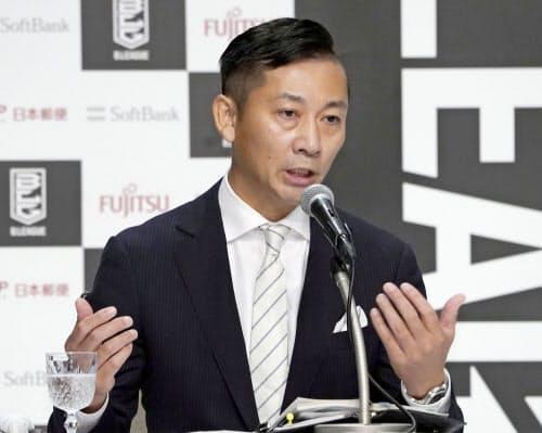 バスケットボール男子Bリーグの新チェアマンに就任が決まり、記者会見する島田慎二氏(10日、東京都内のホテル)=共同