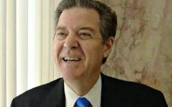 米国務省で信教の自由を担当するブラウンバック氏はペンス副大統領やポンペオ国務長官に近いことで知られる