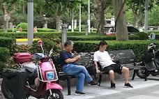 中国マネー、海外不動産や保険に流入 元安見込み