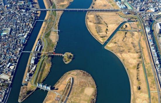 平常時の岩淵水門(左下)=国土交通省荒川下流河川事務所提供
