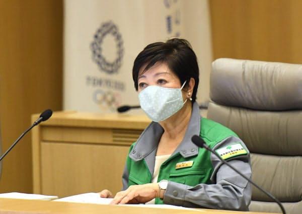 新型コロナウイルス感染症対策本部会議に臨む小池都知事(11日、都庁)
