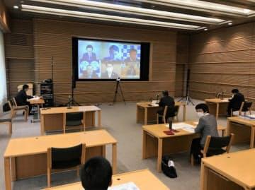 作業チームは各都道府県のコロナ対策を個別に検証する(12日午前、東京・千代田)