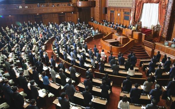 賛成多数で2次補正予算案が可決、成立した参院本会議(12日)