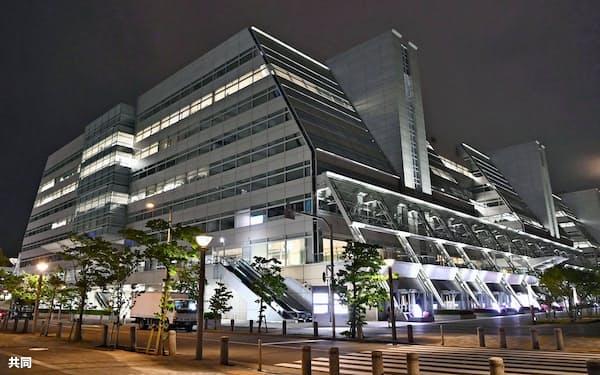 レナウンはコロナ禍の前から資金繰りが悪化していた(本社が入居するビル、5月、東京都江東区)=共同