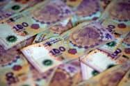 アルゼンチンの紙幣ペソ=ロイター