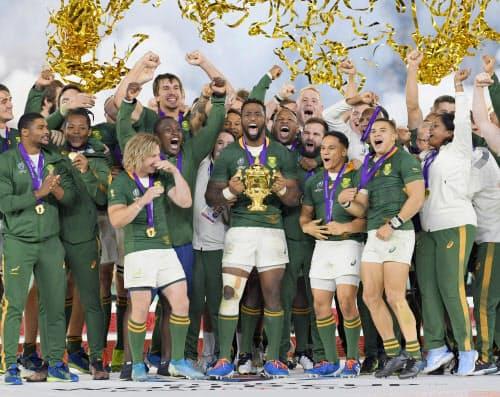南アフリカの優勝で幕を閉じた大会は大成功といえるが、課題や教訓も多く残した=共同
