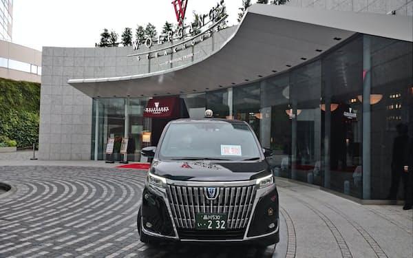 日本交通は高級ステーキ店の「ウルフギャング・ステーキハウス」などでタクシーを使った宅配を展開する