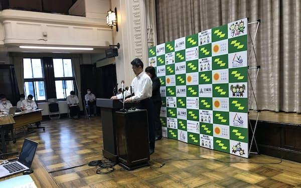 宮崎県6月補正予算案の追加提案を発表する河野俊嗣知事