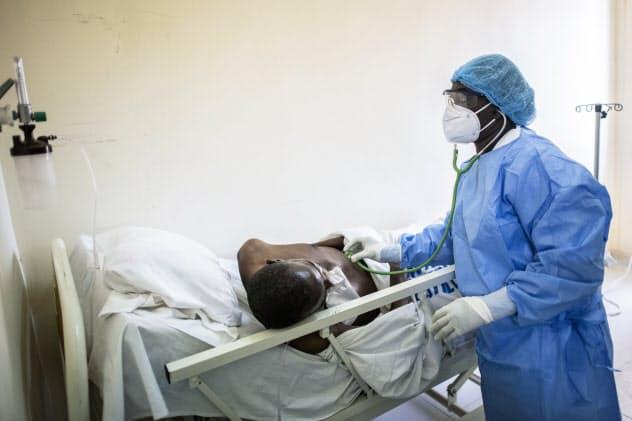 アフリカ開発銀行は30億ドルの「新型コロナと戦う社会貢献債」を発行(写真はセネガルの病院)=AP