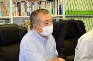 記者会見を開く原告側弁護団の小野寺信一弁護士(16日、仙台市)