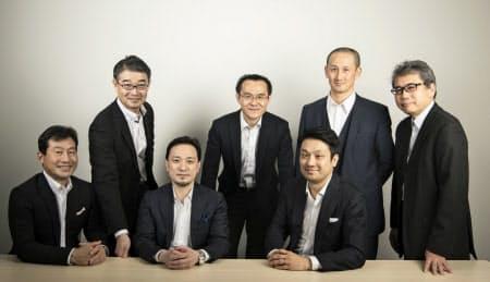 みやこキャピタルはスタートアップ企業への投資・助言を通じて関西発の次世代技術の確立を目指す(山口さんは左から3人目)