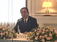 記者会見する鈴木良春筆頭代表幹事(16日、岐阜市)