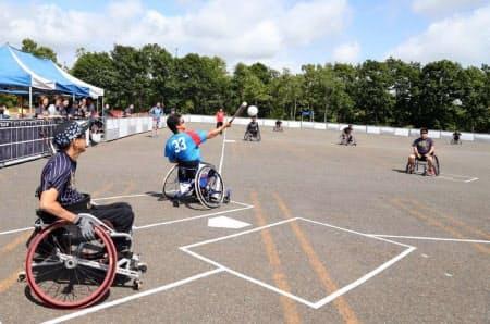 昨年7月に北海道千歳市で開かれた車いすソフトボールの全日本選手権((C)JWSA/Glitters)