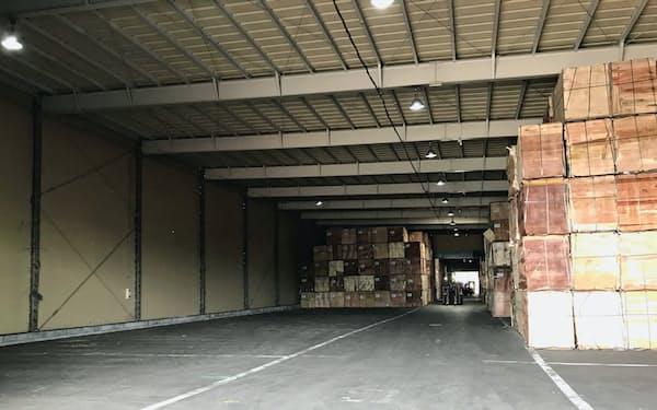 ニューポート産業(千葉市)の倉庫では最近の合板入荷量は平常時の3分の2程度だった