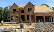 6月のNAHB住宅市場指数は3カ月ぶりに「好調」圏に回復した=ロイター