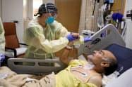 心臓病などの持病がある人は新型コロナが重症化しやすい=ロイター