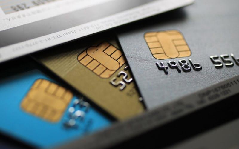 カード各社は今後、IC化に応じない加盟店には契約の解除も視野に入れて対応を迫る考えだ