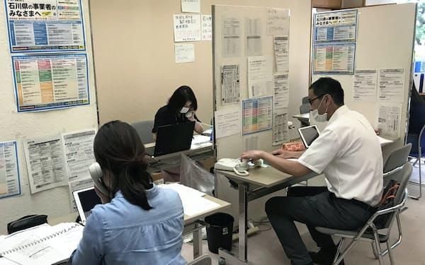 石川県は中小企業などへの支援金を充実させる(金沢市に設置したコールセンター)