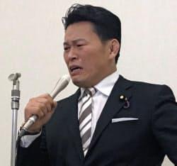立憲民主党の須藤元気参院議員は離党届を提出した(17日、国会議員会館)
