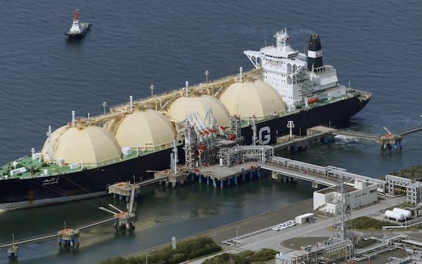 生産するLNGの3割をJERAや東京ガス、東北電力が引き取る(千葉県富津市のJERA富津火力発電所)